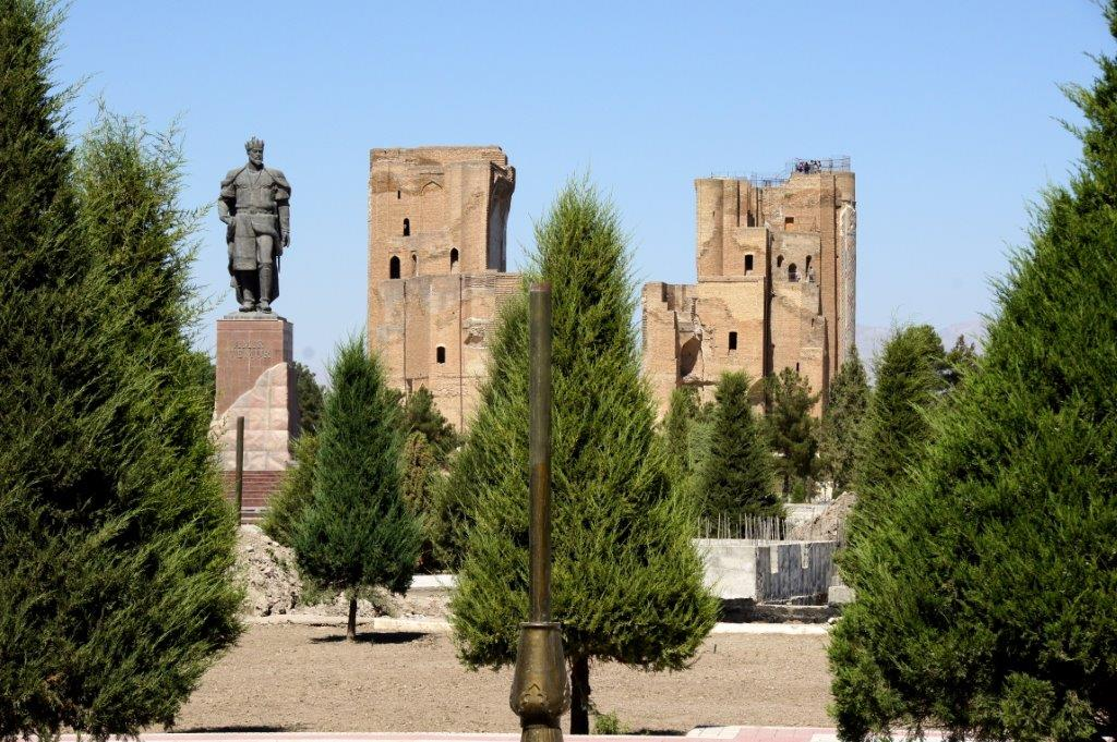 Schachr i Sabs Statue des Amur Timurmit Ensemble