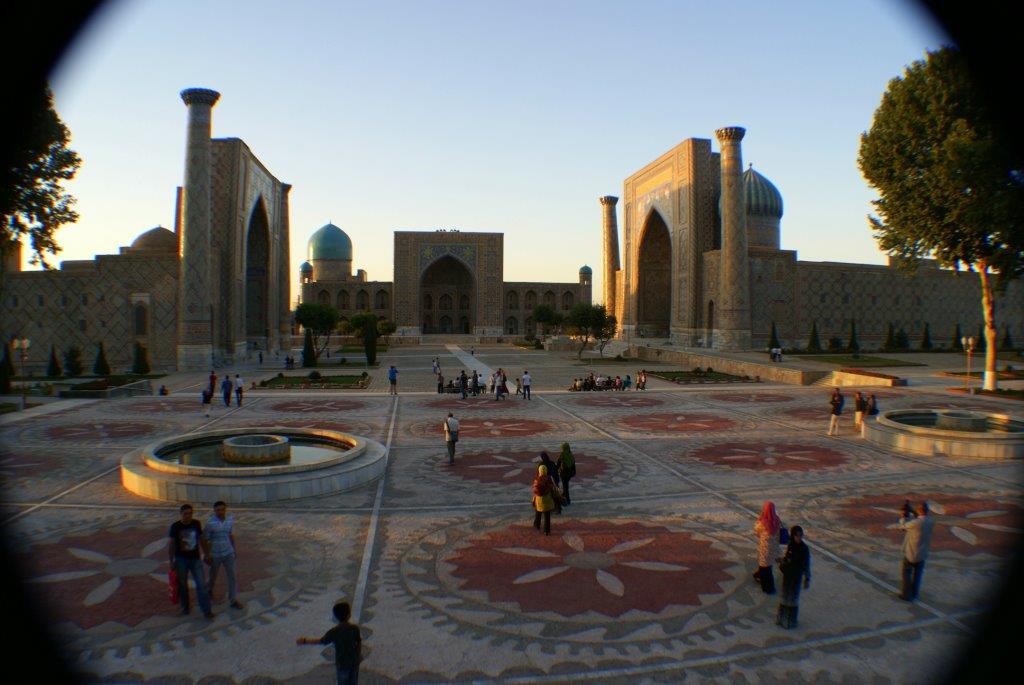 Samarkand Registan Platz am Abend